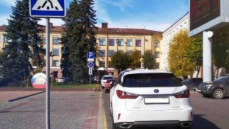 В Брянске водителя оштрафовали за стоянку под знаком на площади Ленина
