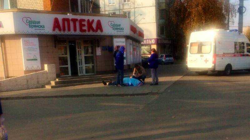 В Брянске возле аптеки на улице Крахмалева внезапно скончался мужчина