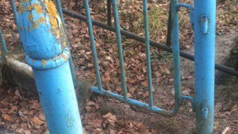 На дятьковском кладбище украли калитки многих оград
