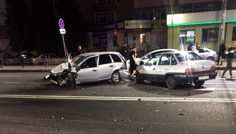 В Брянске парень и девушка пострадали в ДТП возле цирка
