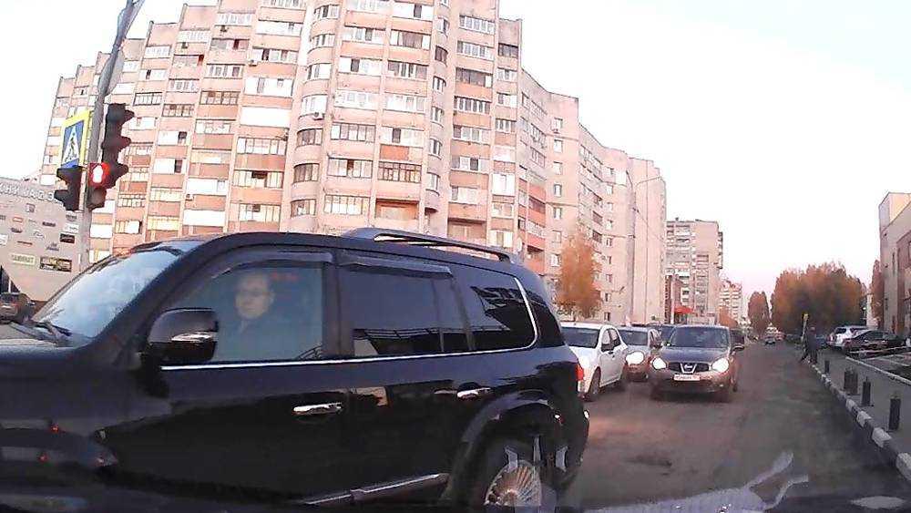 В Брянске обвинили в трусости водителя, который пожаловался на даму