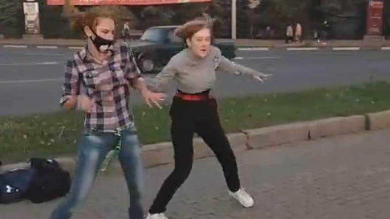 В Брянске смешные «червяковцы» станцевали на площади Партизан