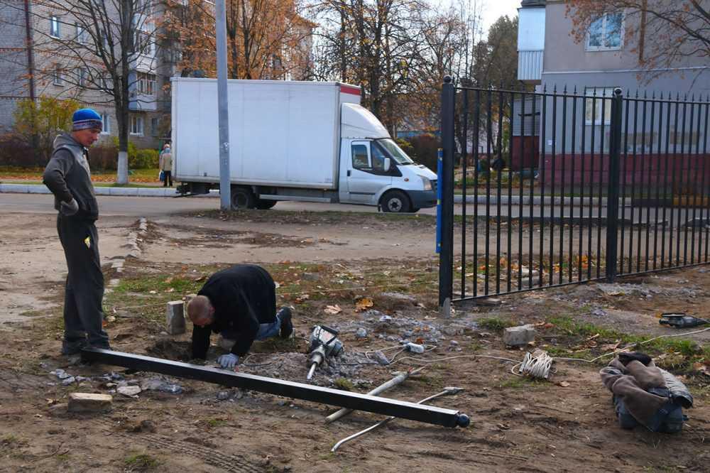 На территории стадиона имени Брянских партизан в Володарском районе продолжается благоустройство
