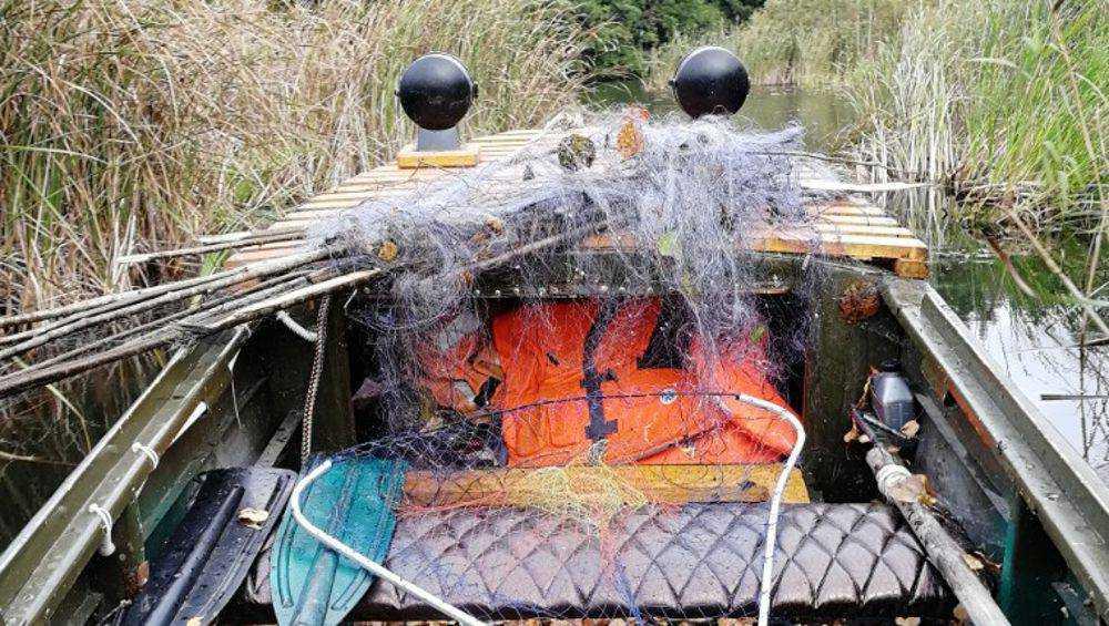 На Белобережском озере развернулась битва с браконьерами