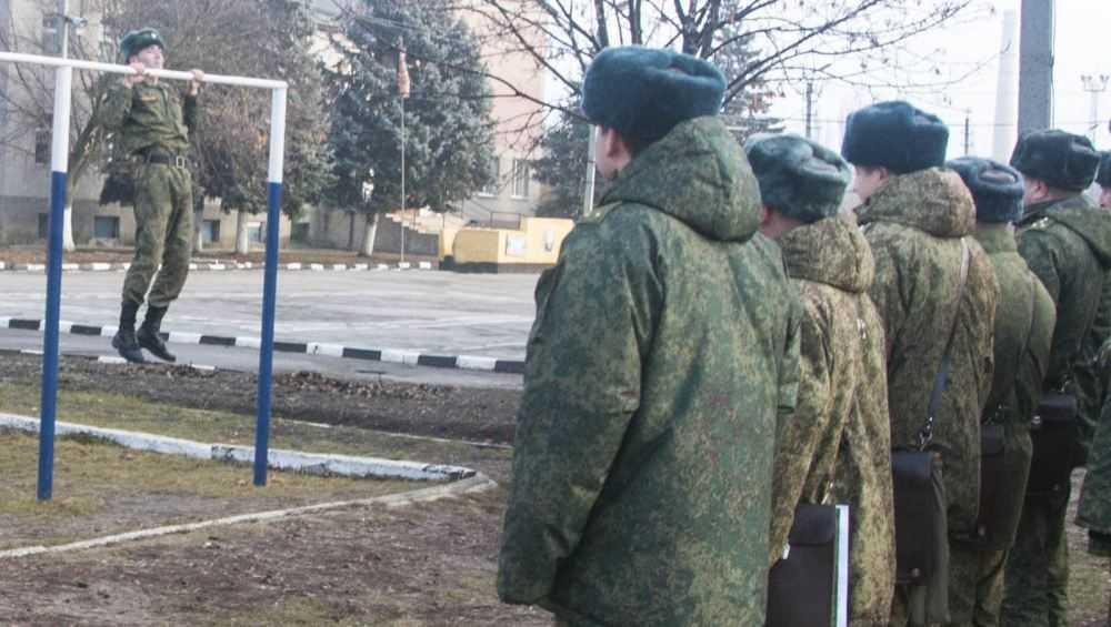 Сержанта брянской воинской части осудили за взятки