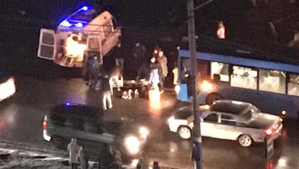 В Брянске на Литейной улице автобус на переходе сбил 13-летнюю девочку