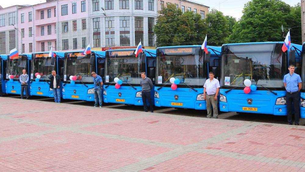 В Брянске начали искать водителей для новых 102 автобусов
