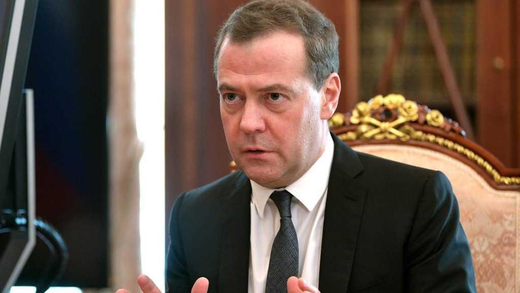 Дмитрий Медведев призвал брянских единороссов помочь медикам деньгами