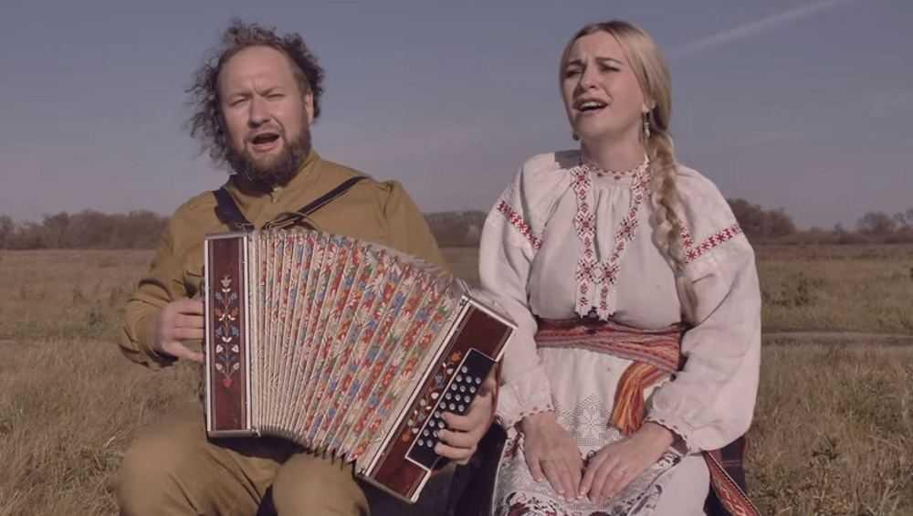 Солист брянских «Бабкиных внуков» Латенков записал с женой клип