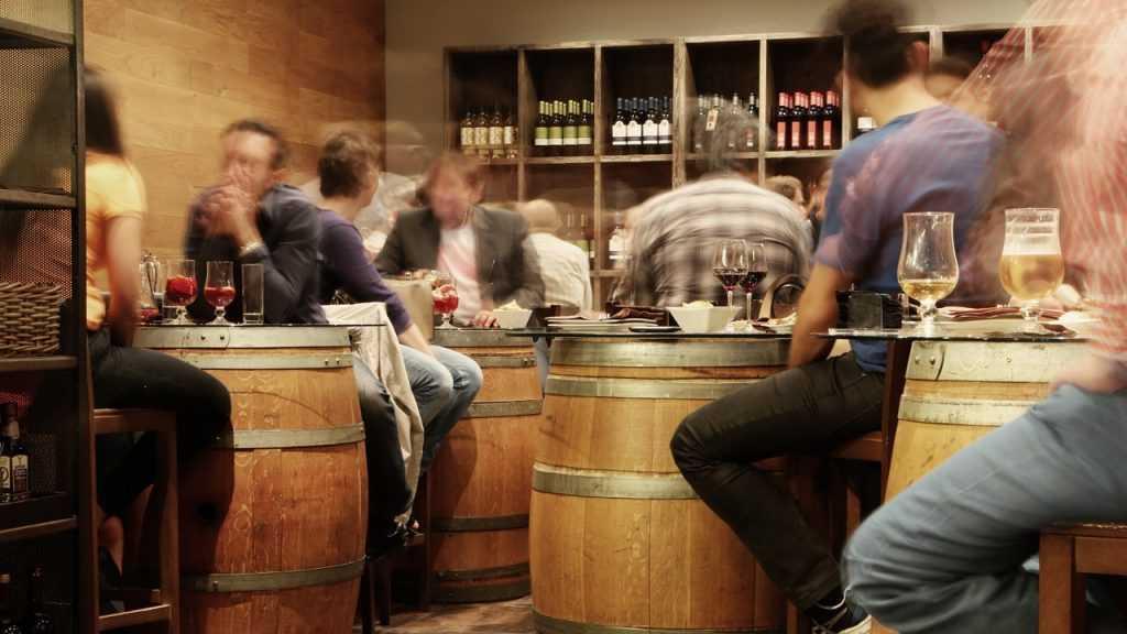 Чиновники обнаружили подростка с пивом в баре Брянска