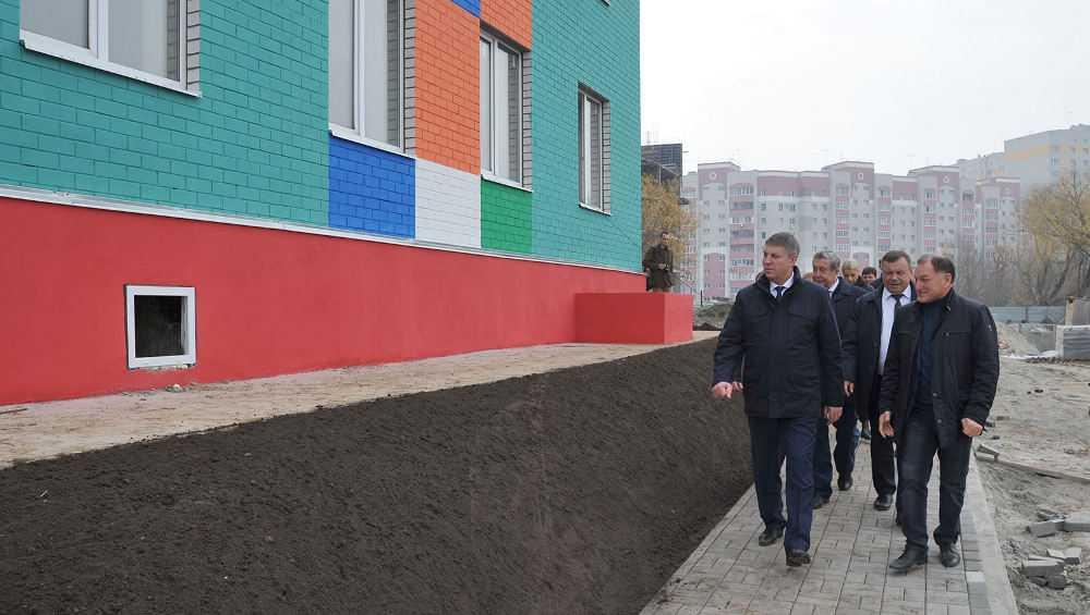 Губернатор оценил строительство пристроек к детсадам в Брянске