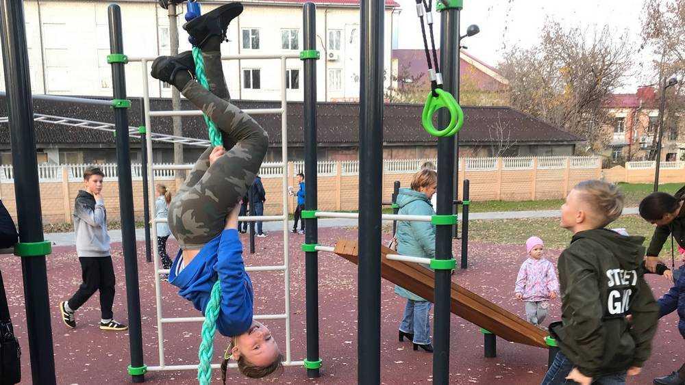 Восторженные дети оккупировали Майский парк Брянска