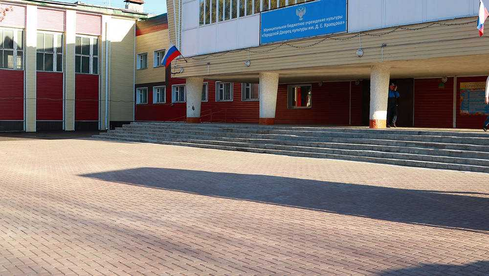 Сквер у ДК имени Кравцова в Брянске обновили за 2,5 млн рублей