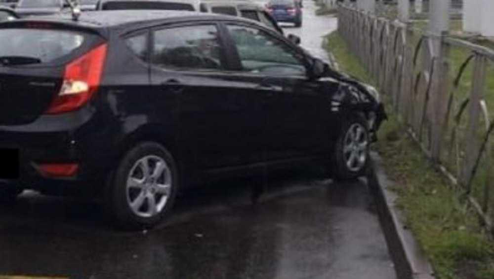 В Брянске три девушки угодили в аварию из-за неумелого водителя
