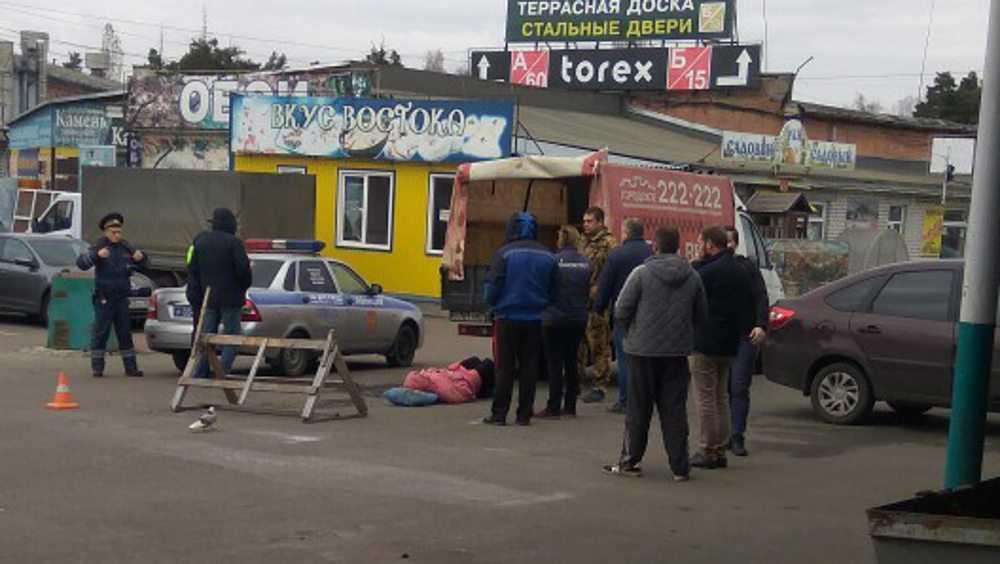 В Брянске на торговой базе на Московском проспекте сбили пенсионерку
