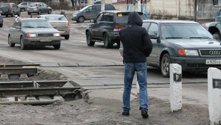 Жители Брянска попросили избавить их от пробок на переезде