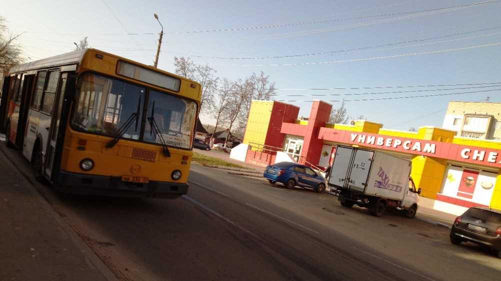 В Брянске потушили загоревшийся автобус № 10