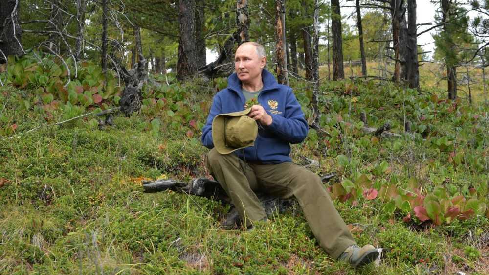 «Скучно, девочки»: Путин ответил, для чего был снят ролик о «дворце»