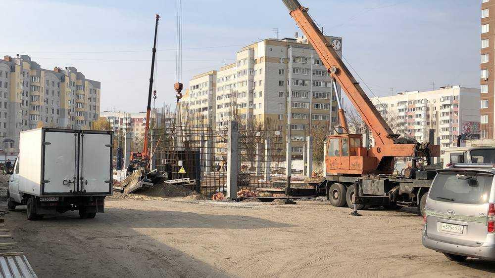 В Брянске на месте салона «Тойота» начали строить большой магазин
