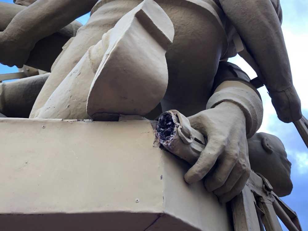 В Брянске вандалы повредили памятник воинам-афганцам