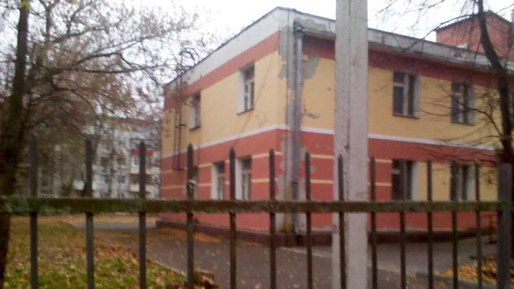 Брянец заинтересовался заброшенным зданием детсада на улице Бурова
