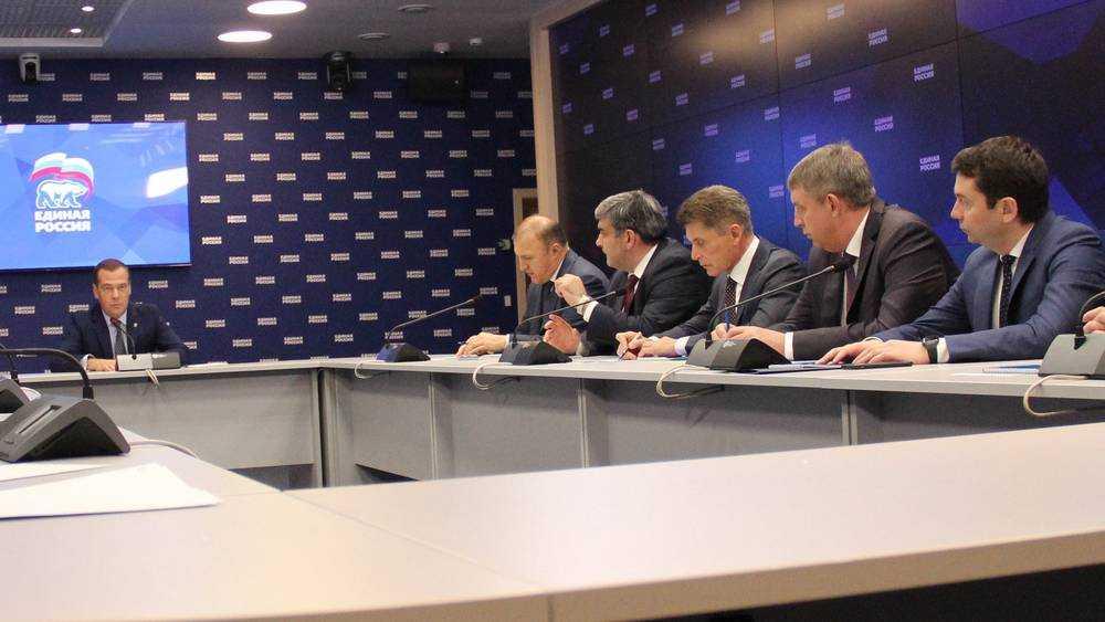 Эксперт заявил о неминуемом втором губернаторском сроке Богомаза