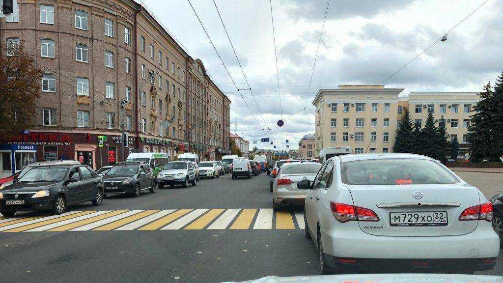 Центр Брянска сковали огромные заторы
