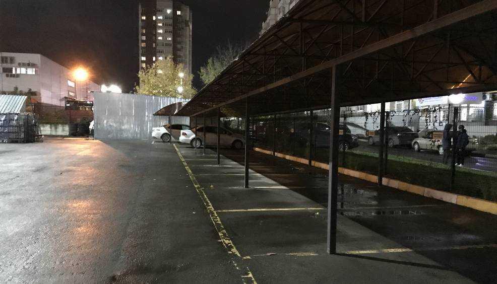 В Брянске автомобилисты отвернулись от дорогих стоянок с навесами