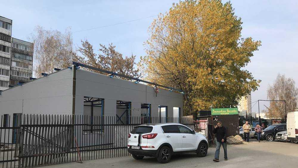 В Брянске борьбу с дикими киосками ознаменовали сооружением павильона