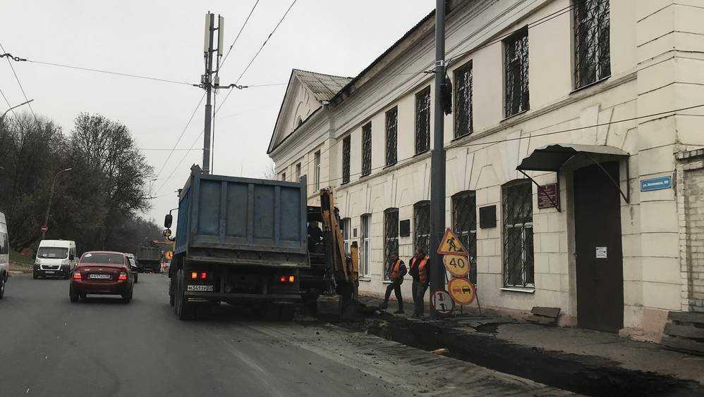 В Брянске начали расширять дорогу на улице Калинина