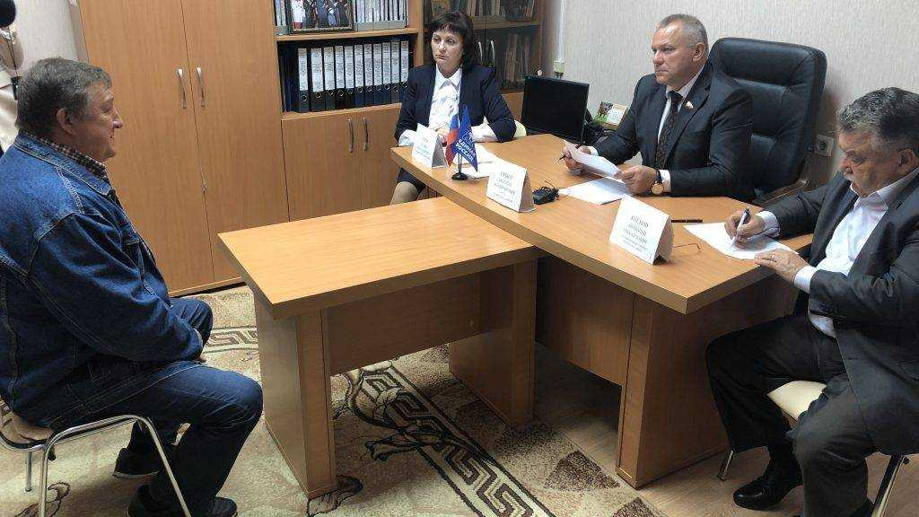 Валентин Суббот ответил жителям Унечского района на вопросы о пенсионном обеспечении