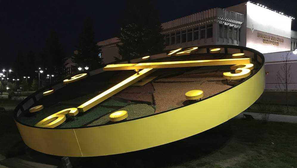 Цветочные часы на набережной Брянска варварски истоптали
