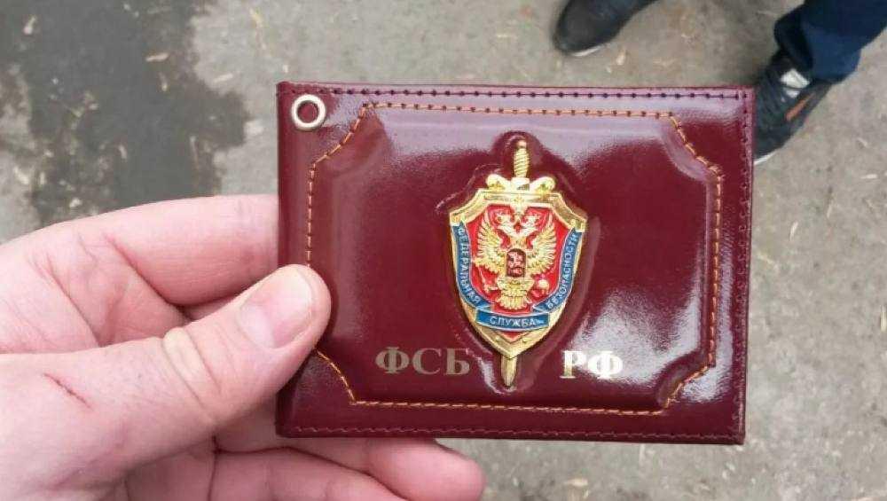 Лжесотрудника ФСБ из Клинцов за мошенничество осудили на год колонии