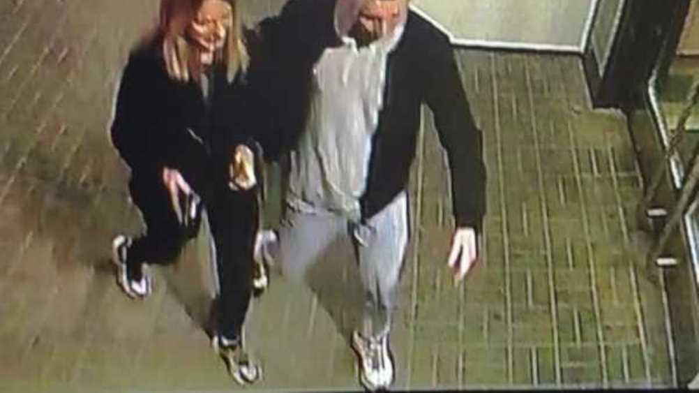 В Брянске парень и девушка похитили тую возле «БУМ-сити»