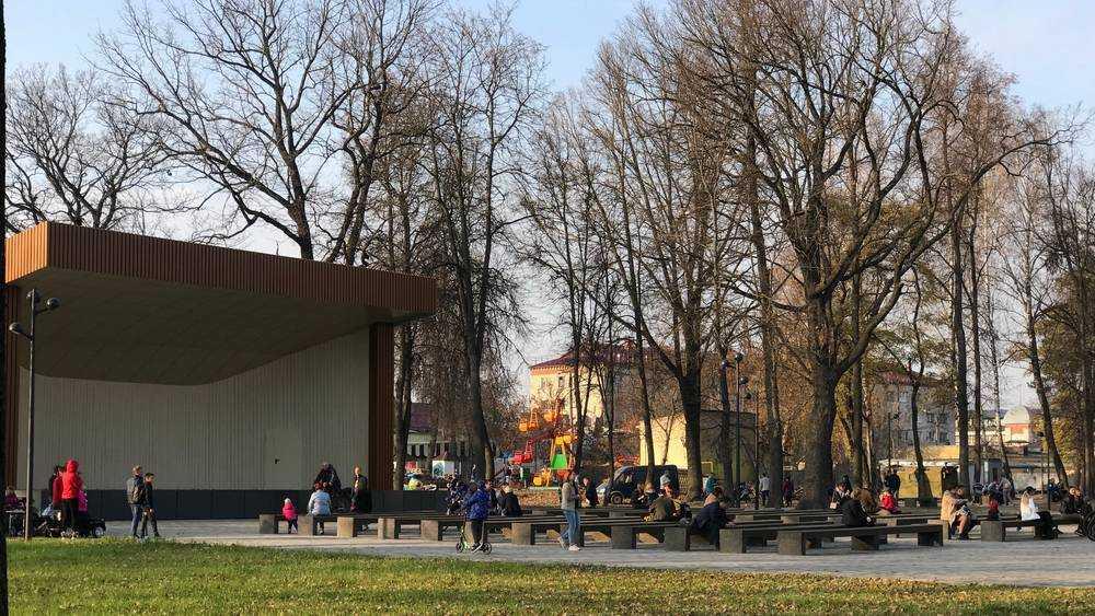 Жители Брянска хлынули в обновленный Майский парк