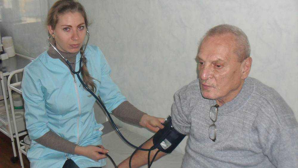 Брянские медики провели профосмотр в Брасовском доме-интернате
