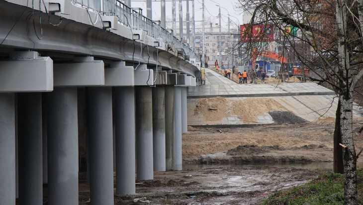В Брянске на Первомайском мосту заменили 80 соток бракованного асфальта