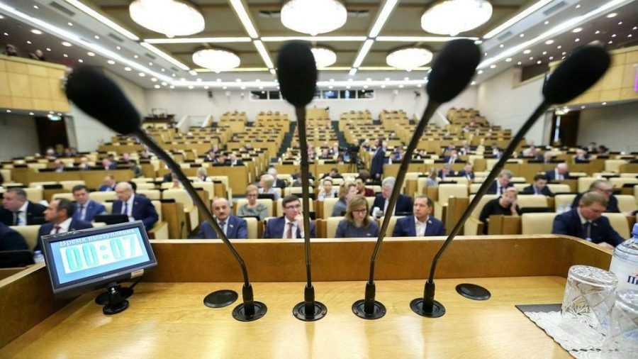 Депутаты отказались закрепить пенсионный возраст в Конституции
