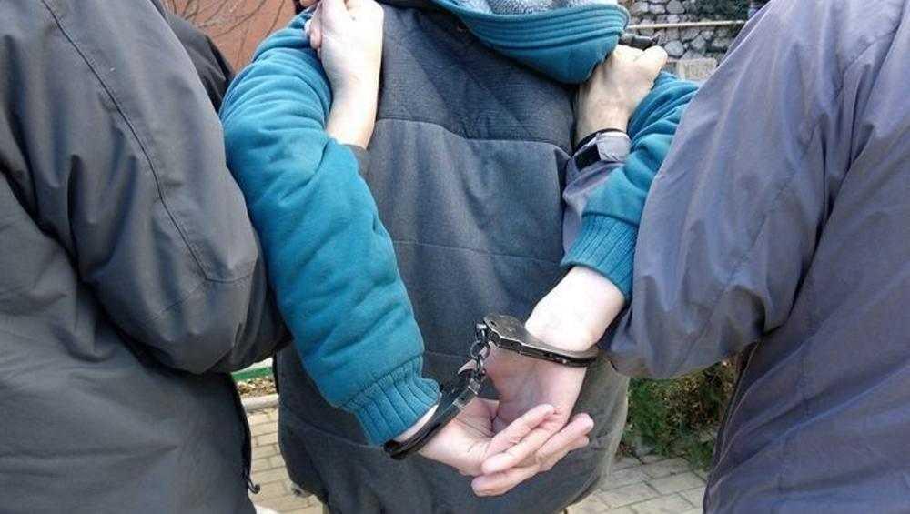 В Брянске у подозрительного прохожего полицейские нашли наркотики