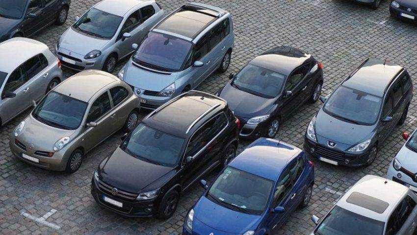 Депутаты предложили запретить платные парковки возле определенных мест