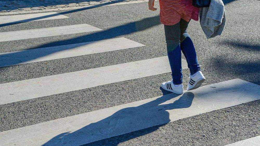 В Брянске один автомобиль столкнул другой на ребенка-пешехода