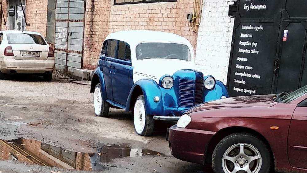 Парившему над брянской трассой старому автомобилю вернули молодость