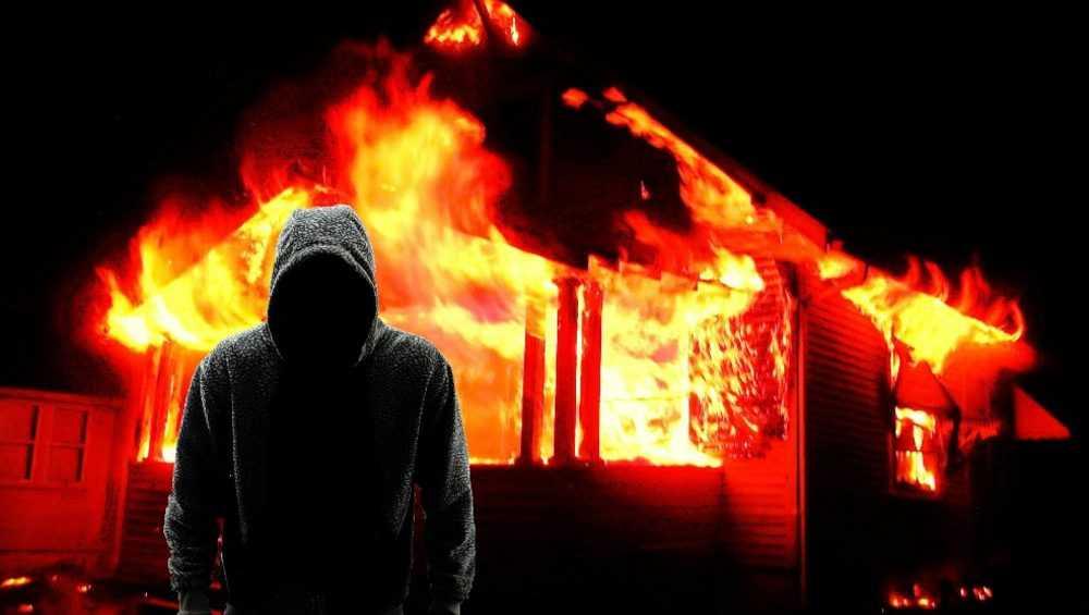 Житель Почепского района из пьяного озорства поджег соседский дом