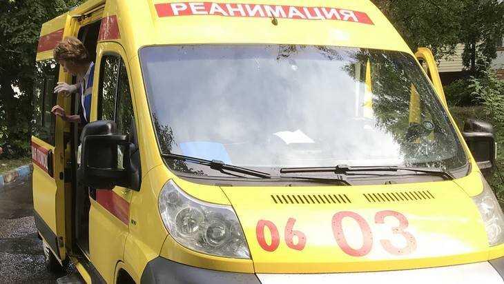 Жители Брянска спасли лежавшего на улице мужчину