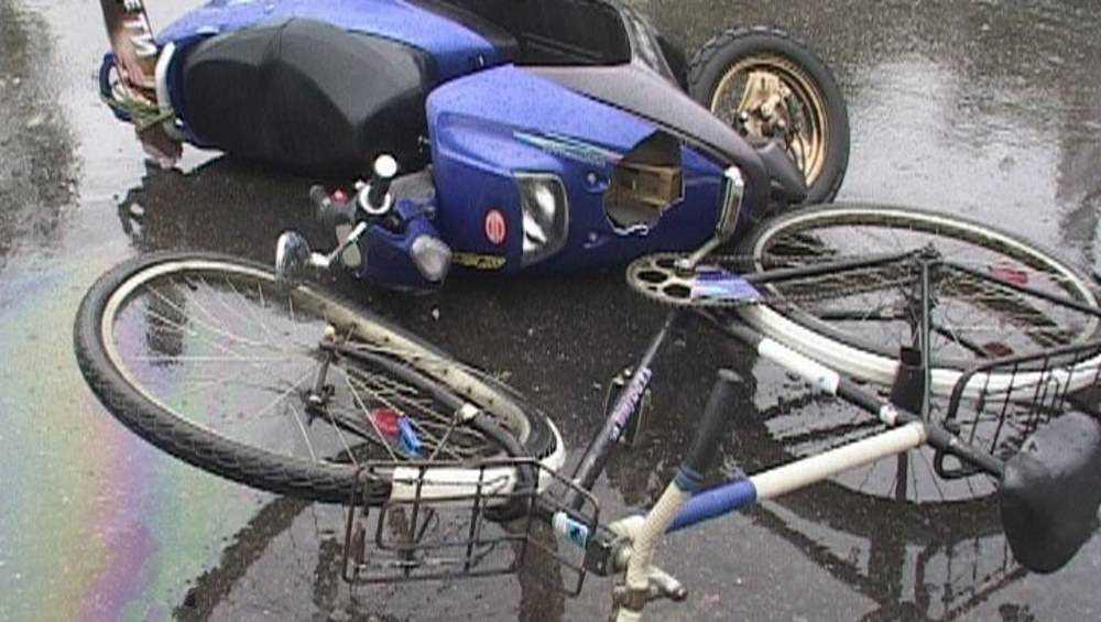 В Трубчевске пенсионерка на скутере сбила пенсионера на велосипеде