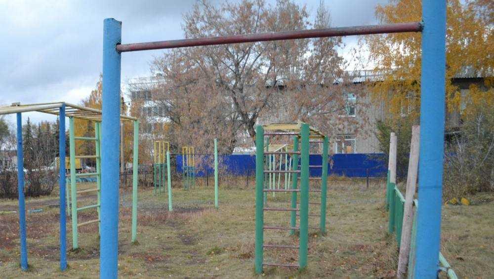 В Новозыбкове 15-летний подросток покалечился при падении с турника