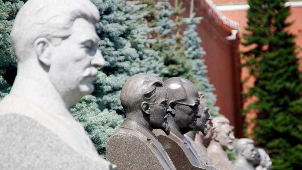 Что делать с кладбищем у Кремлевской стены?