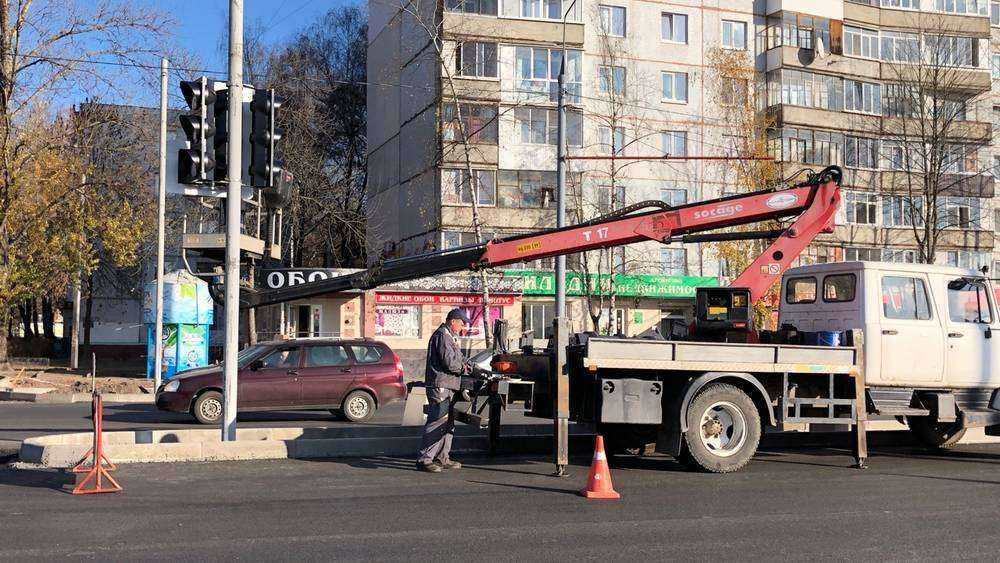 В Брянске на Авиационной установили новые светофоры