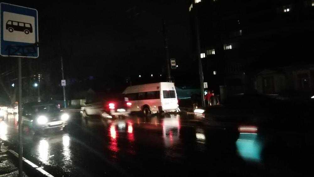 Брянцы попросили осветить остановку возле больницы №4