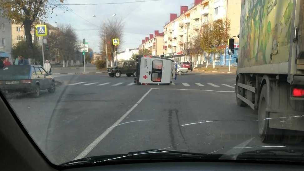 В Клинцах Брянской области перевернулась машина скорой помощи